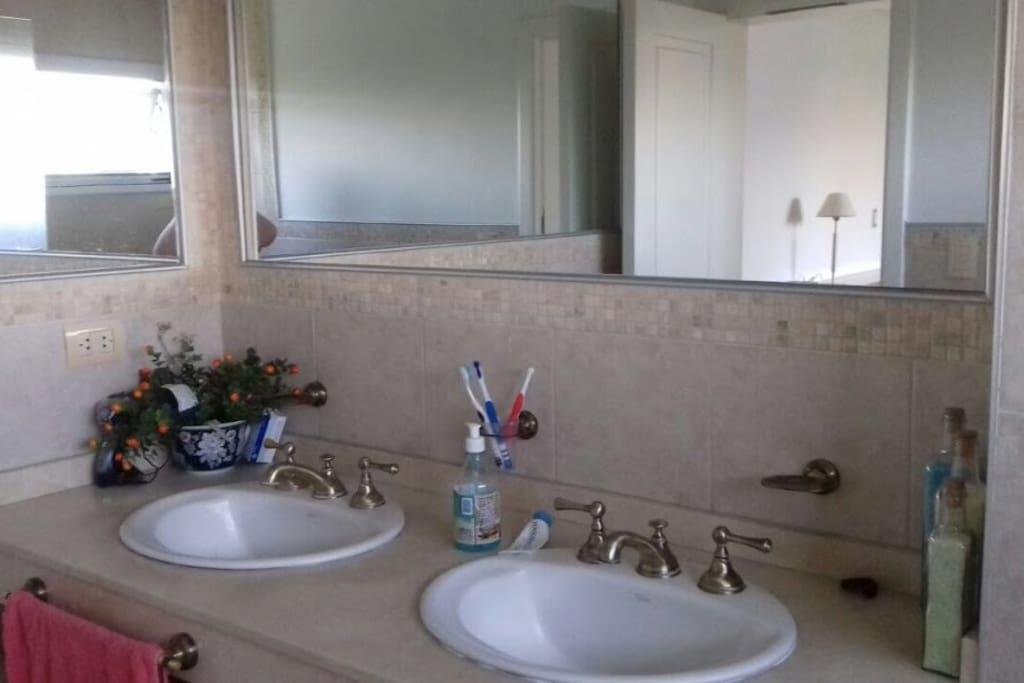 Bano - Bathroom