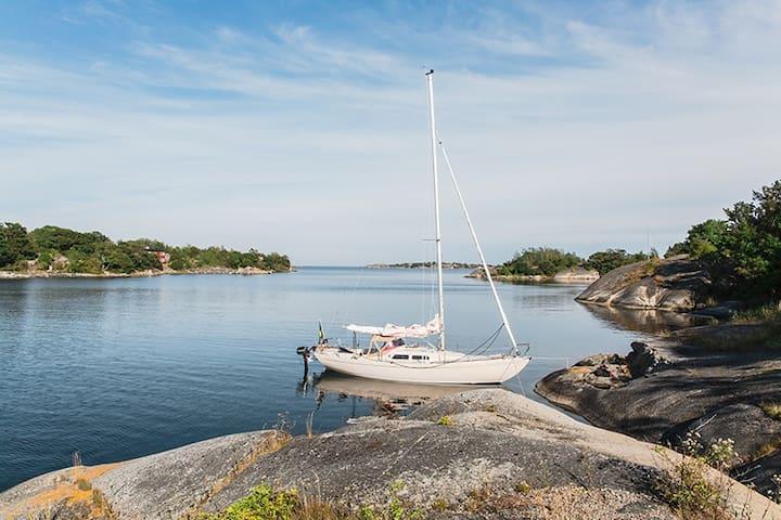 Sail a Folkboat, Gräddö in Stockholm archipelago