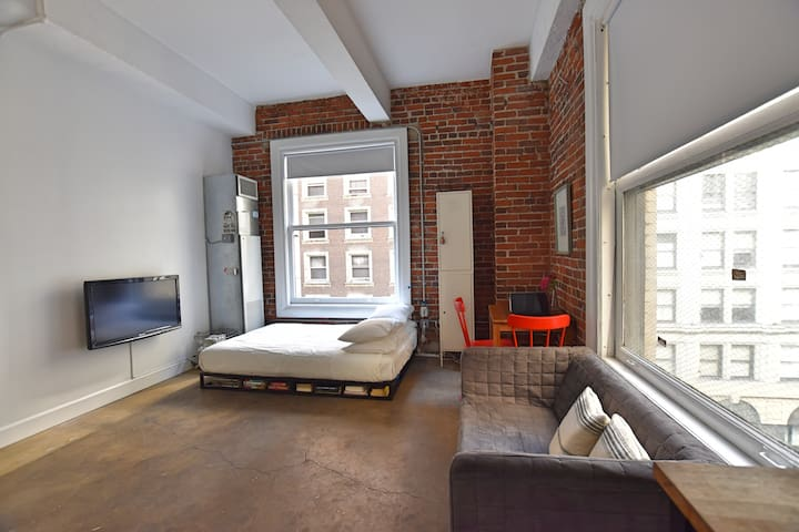 Cozy Downtown loft with a view!!