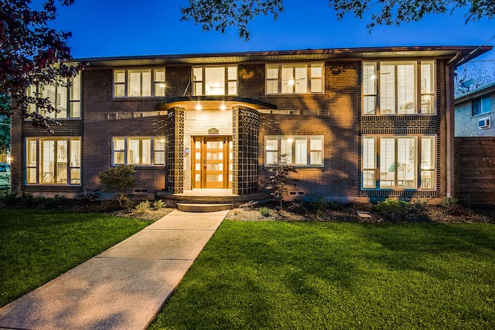 4BR Boutique Home +  Perfect Dallas Location
