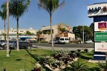 Centro comercial completo próximo ao condomínio