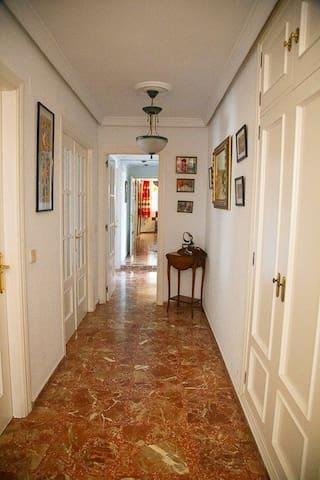 Esta es la entrada a la habitación, ya en la propia casa