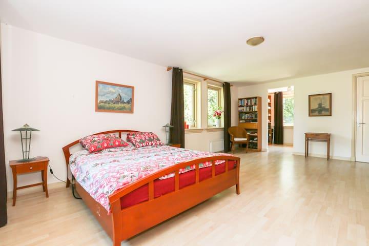 Deluxe suite in B&B (max2+2) with private bathroom - Wageningen - Bed & Breakfast