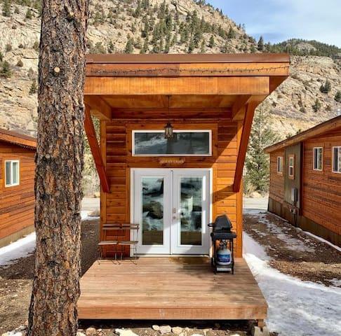 Aspen Cabin: Fully-Furnished & Pet-Friendly
