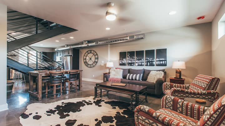 Modern Finishes,Farmhouse Flair, Private Rooftop!