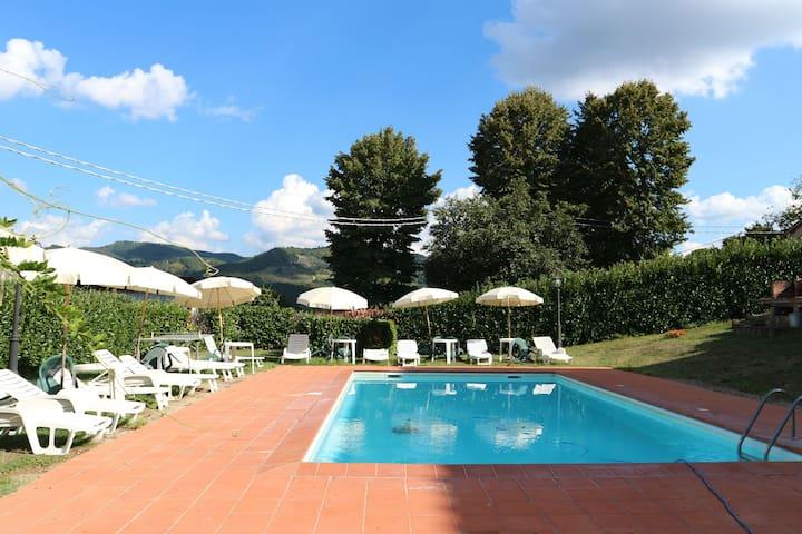 Incantevole villa a Vicchio Toscana con piscina