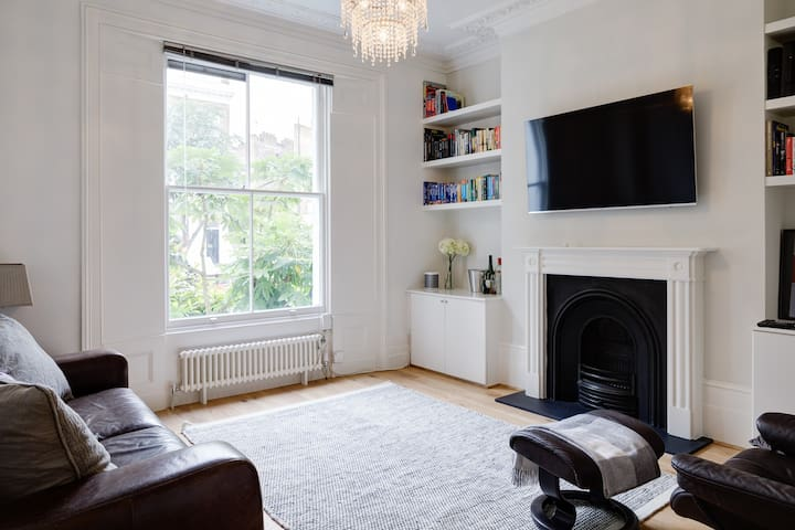 """Light & spacious living room. Ultra fast broadband 100MB, 55"""" High Definition 4K Smart TV, Virgin Tivo cable TV, Sonos wireless sound system, DVD Player, loads of DVDs and books."""