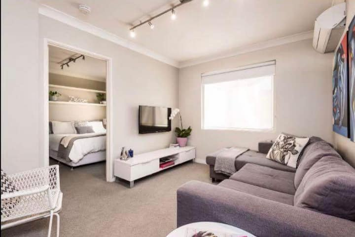 Cosy & Safe -South Perth/Como!WIFI +Secure Parking