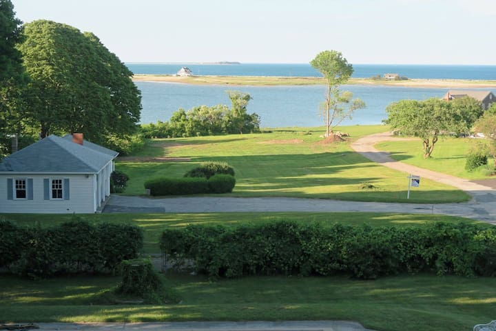 Ocean Side, Amazing View, close to town/beach, Spa