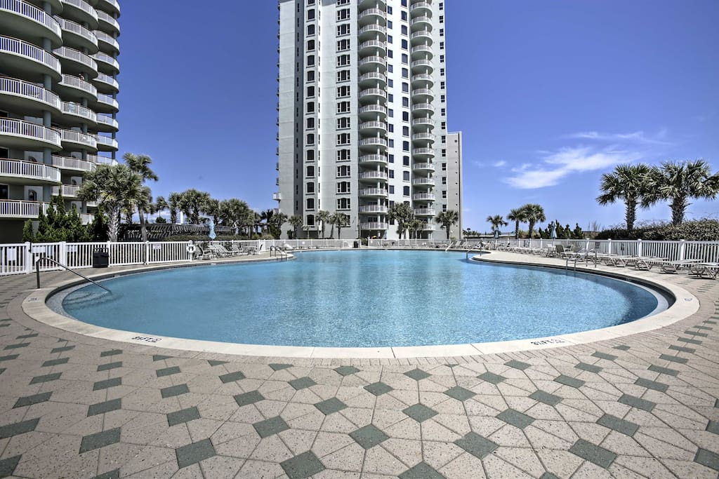 The condo complex offers a community pool and many other great amenities to enjoy.