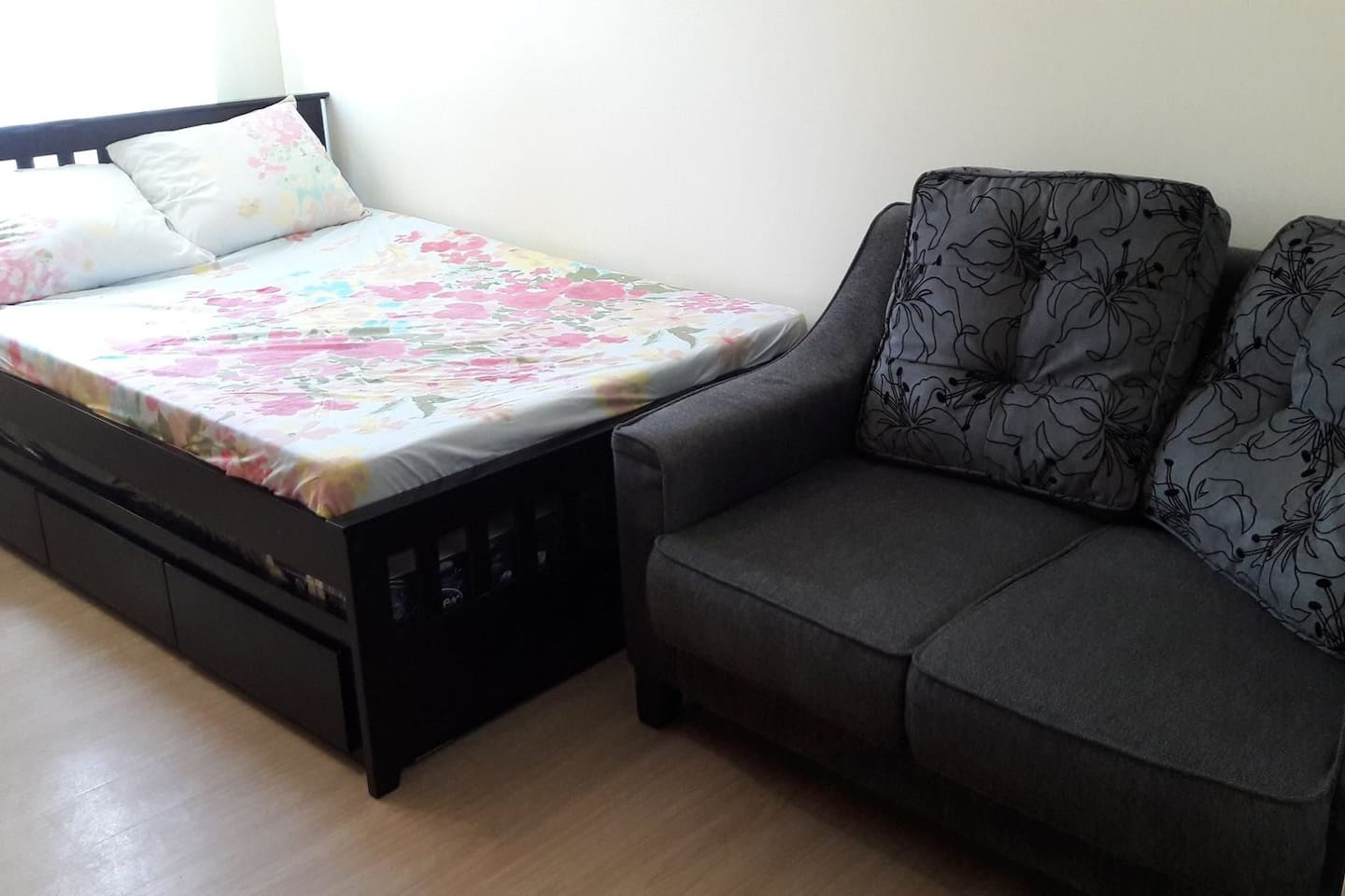 Bed with pull out bed & sofa