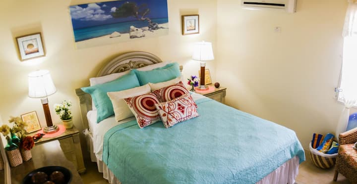 Charms Cozy Island Room