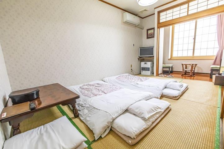 KANESADA RYOKAN - Cozy Tatami room & Onsen