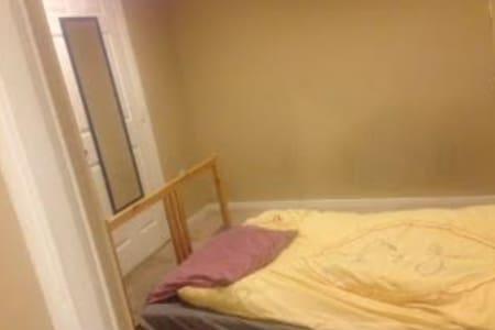 Room in quite neighborhood in Columbia, MD - Columbia - 连栋住宅