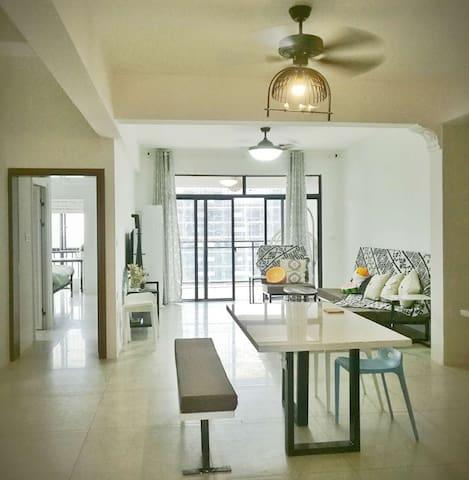 百色CBD核心地段特色装修/超高楼层/江景三房两厅/远眺右江/专用地下停车位|布林壮莊