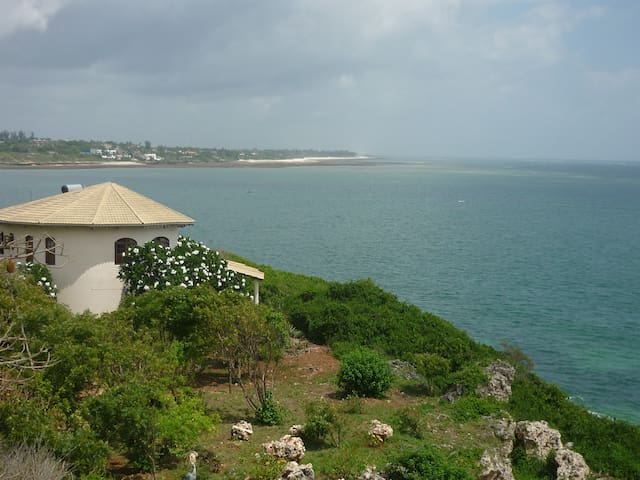 Kilifi stunning 2 bed 2 bath cottage on the ocean