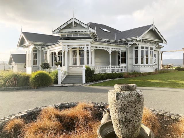 Matakana Villa with sensational sea views