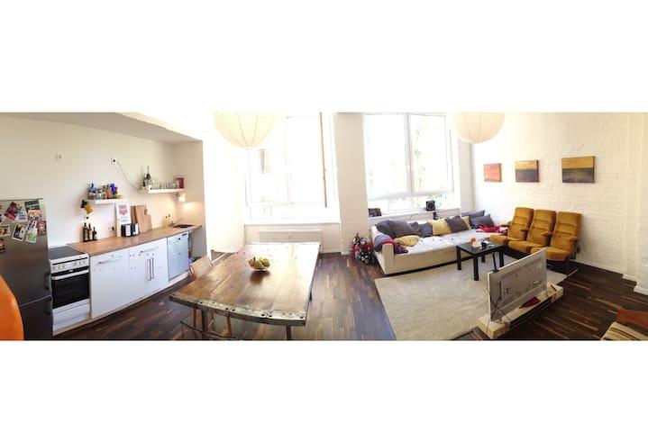 Nice Room in a beautiful flat in Neukölln - Berlino - Loft