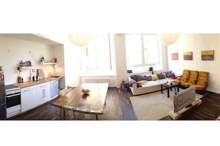 Nice Room in a beautiful flat in Neukölln - Berlín - Loft