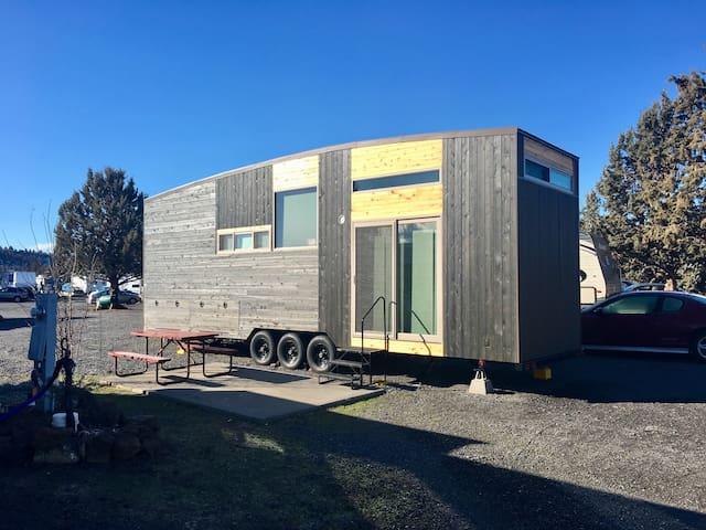 Modern Scandinavian Tiny House Studio - Terrebonne