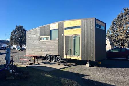 Modern Scandinavian Tiny House Studio - Terrebonne - Ház