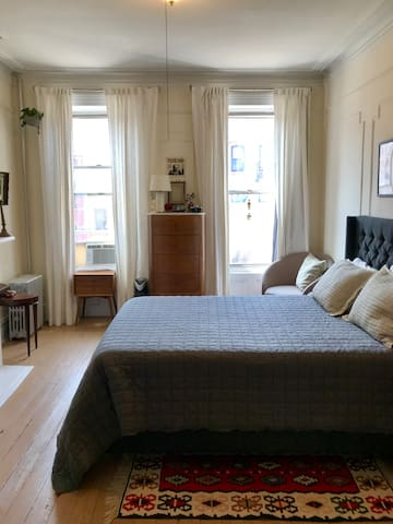 Charming Row House Apt in the Heart of Greenpoint