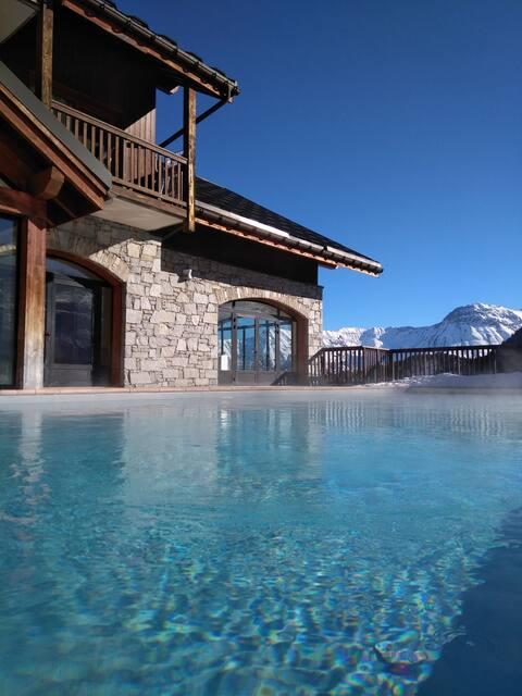 Appart 4pers, vue dégagée, piscine, skis aux pieds