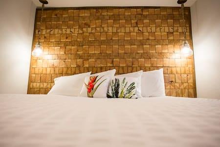 Hotel Palms - Atlantic Beach