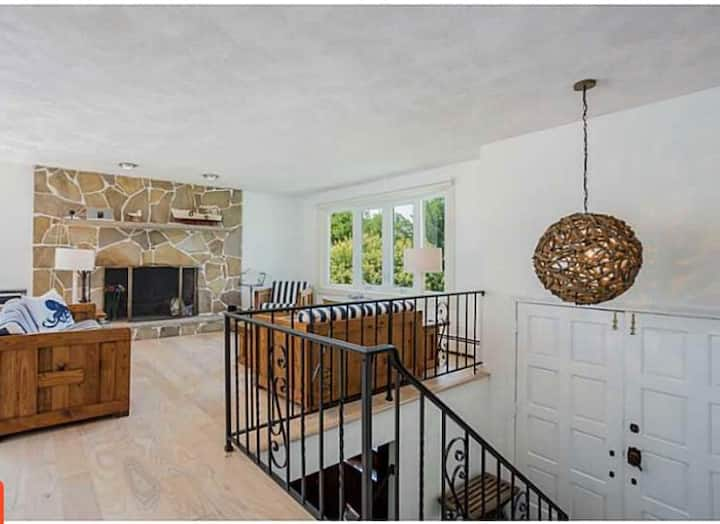 Beautiful 5 Bedroom Walking Distance to the Beach!