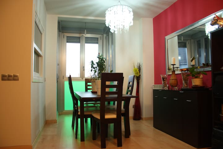 Cozy apartment very close to Madrid downtown - Torrejón de Ardoz - Haus