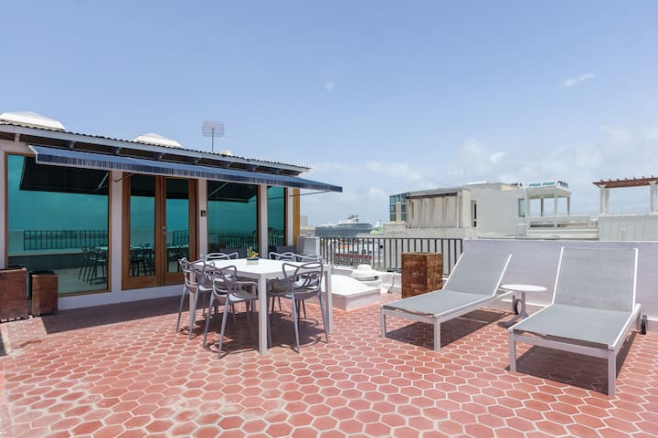 Penthouse of your Dreams Overlooking the Bay! CCPH