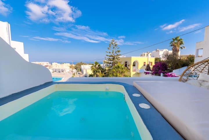 The Muse 9-honeymoon suite_outdoor jacuzzi_seaview