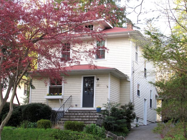 Vintage home, walking distance to everything! - Tarrytown - House
