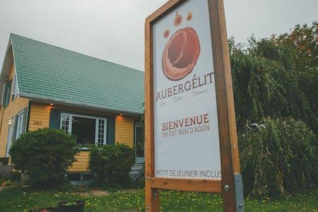 Dortoir mixte modifié en chambre privée Aubergélit