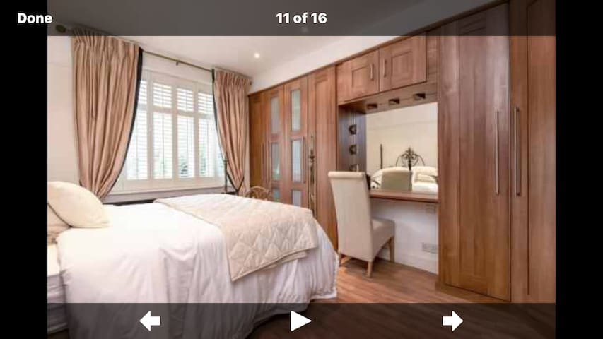 Luxury kingsize room and ensuite close to station