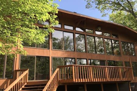 Majestic modern lodge close to Yale - Guilford