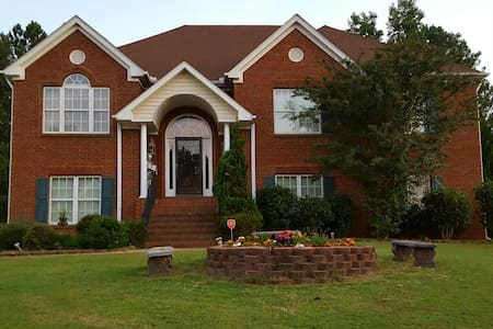 Comfortable Living!!! - Conyers