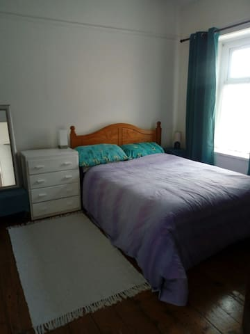 Double room in lovely house, 10 min walk to centre