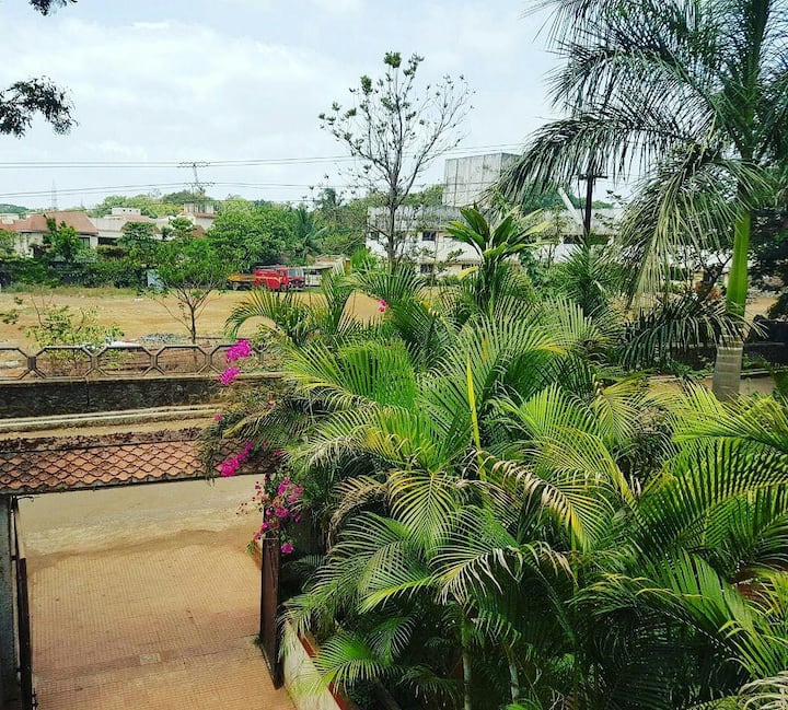 Cosy Huge 4bhk House