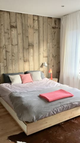 Cosy scandinavian room with private bathroom