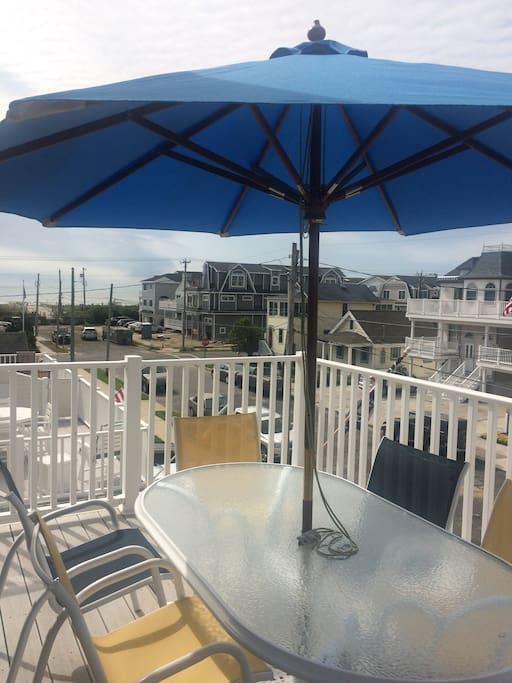 Top deck off livingroom & kitchen area