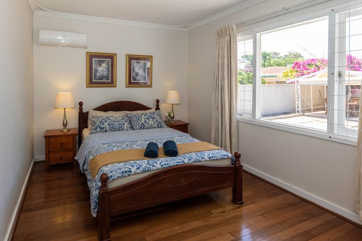 Cosy Lodge Thornlie in great location close to CBD