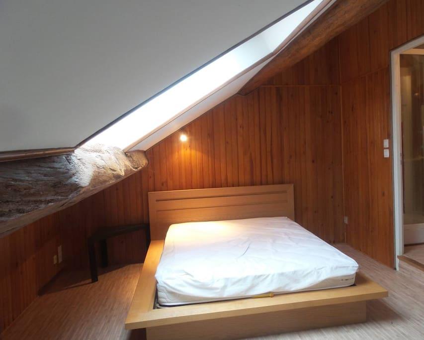 Lit 140X200, nous fournissons le linge de lit