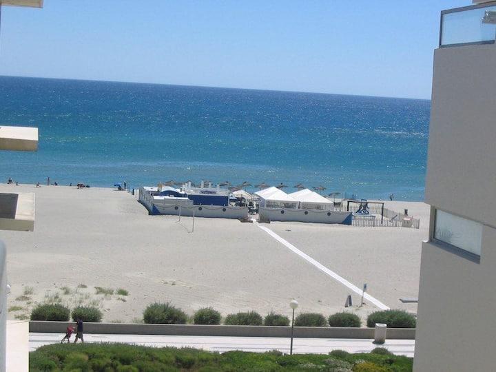 T2 terrasse résidence front de mer