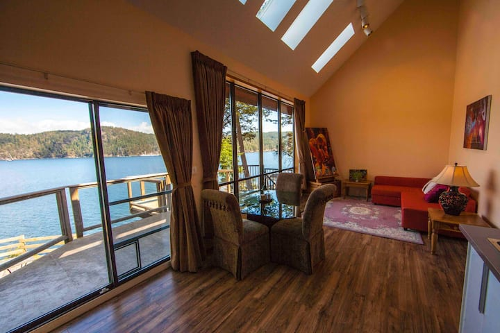 shangrila waterfront vacation home(king suite )