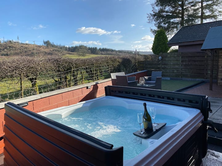 Austin Lodge, Dumfries - With 6 seat Hot Tub