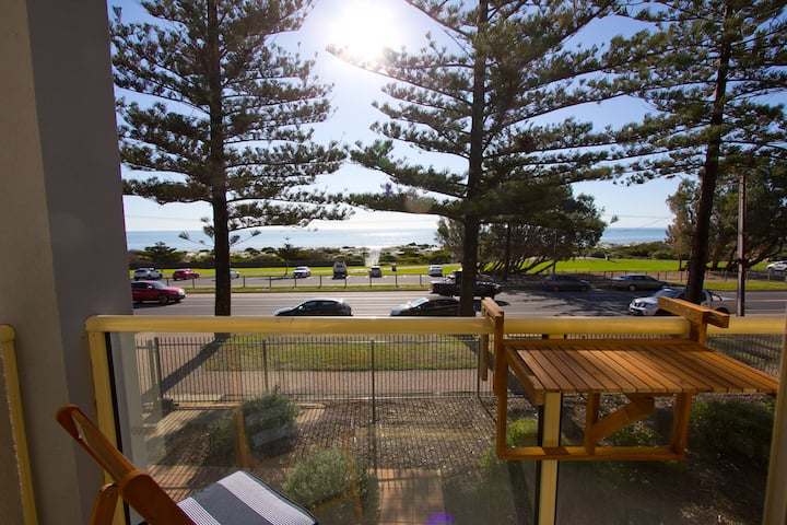 Oceanview Beachfront Semaphore self contained unit