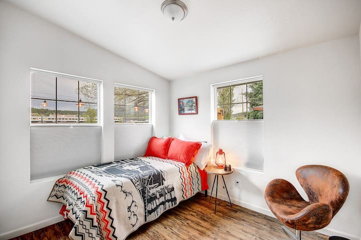 Twin Bedroom and space for relaxing