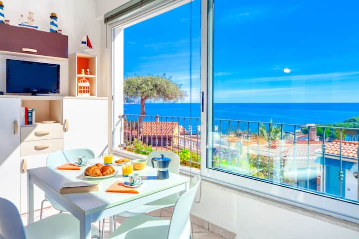 Il Geranio Sant'Elmo - sea-view, for 4, 5 minutes on foot from the beach, small garden 8027LT0311