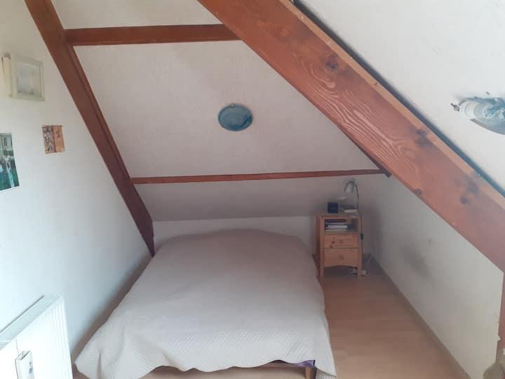 une chambre indépendante avec commodité